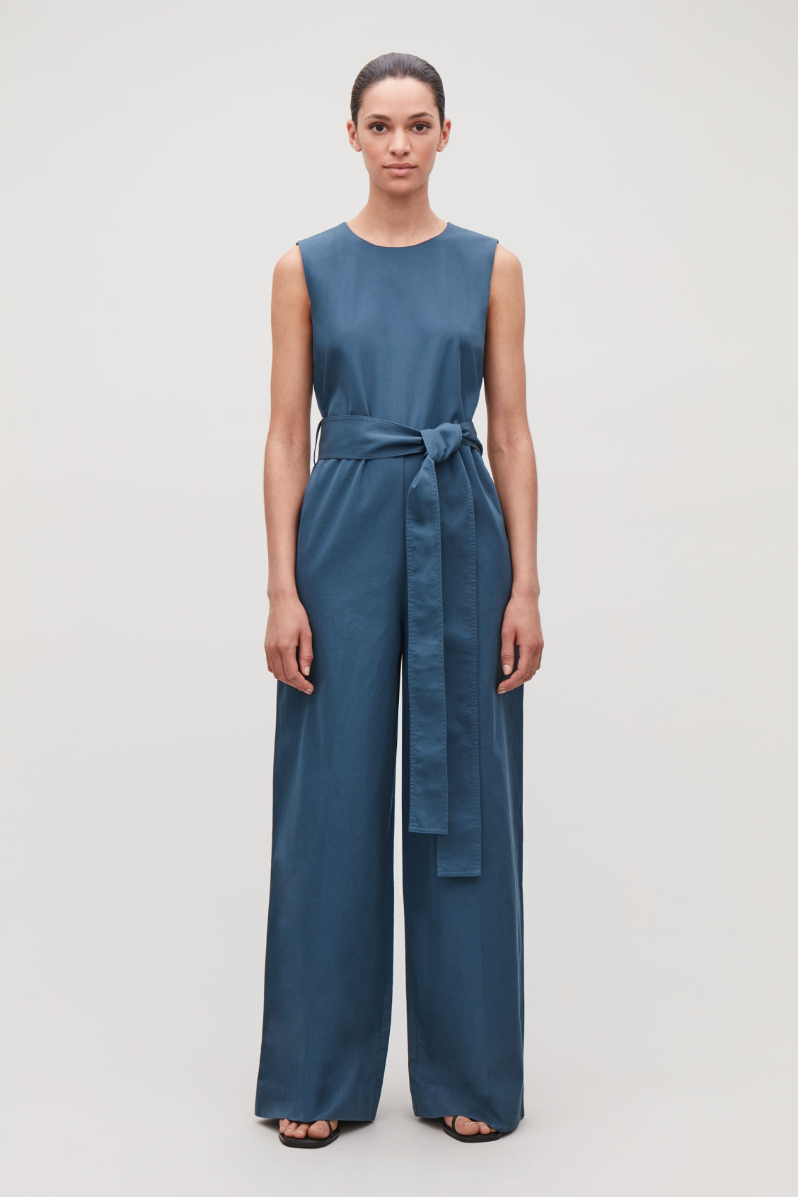 7e4e0660046 Model front image of Cos belted wide-leg jumpsuit in blue