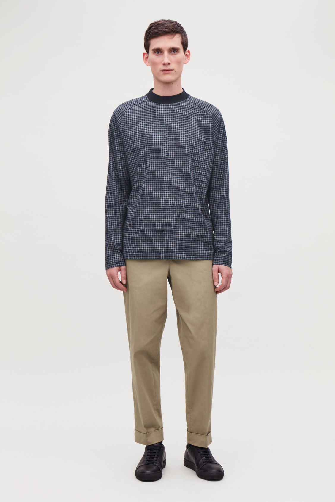 Model front image of Cos relaxed check sweatshirt in blue