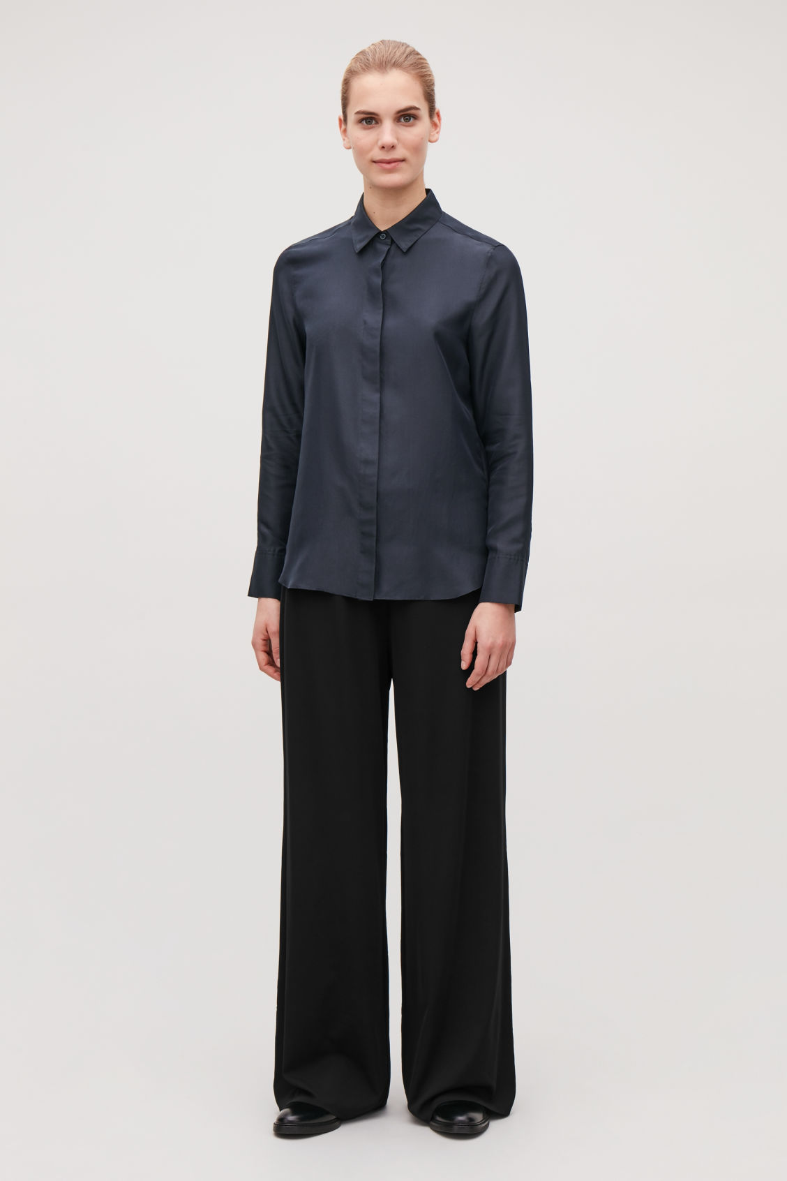 Model front image of Cos relaxed elastic-waist trousers in black