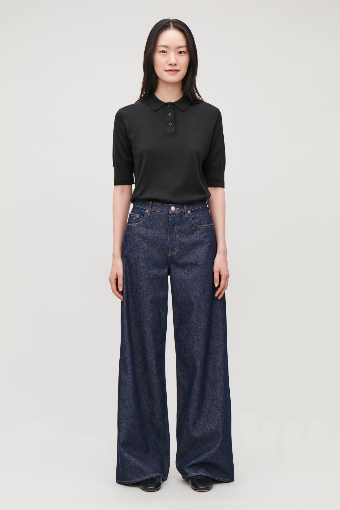 Model front image of Cos wide leg jeans in blue