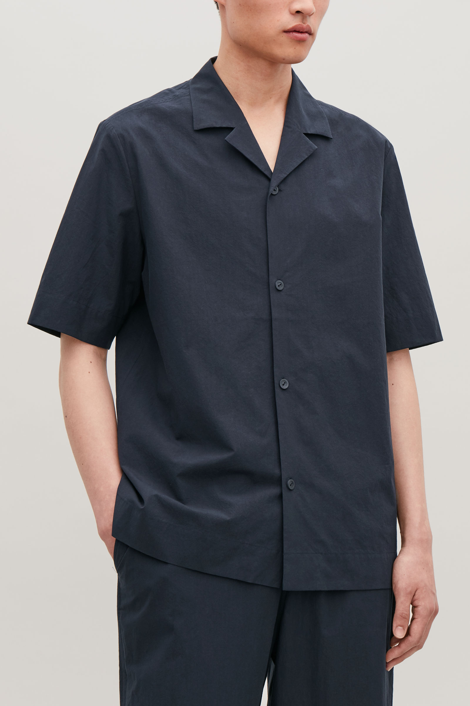 코스 맨 셔츠 COS CAMP-COLLAR COTTON SHIRT,Washed navy