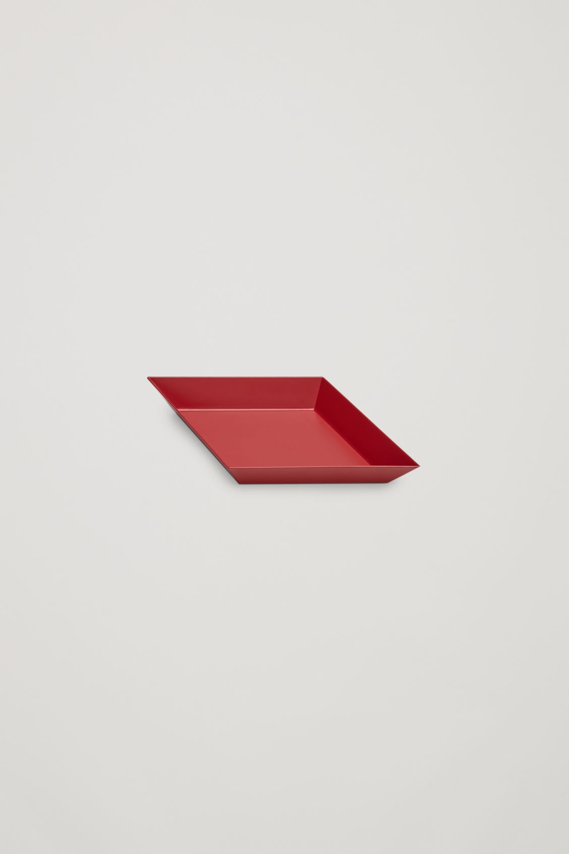 Side image of Cos hay kaleido x-small metal tray in red