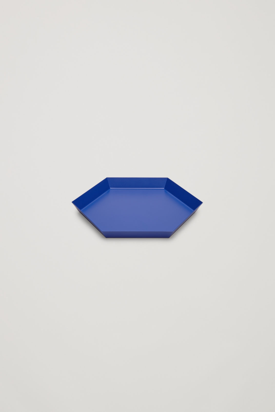 Side image of Cos hay kaleido small metal tray in blue