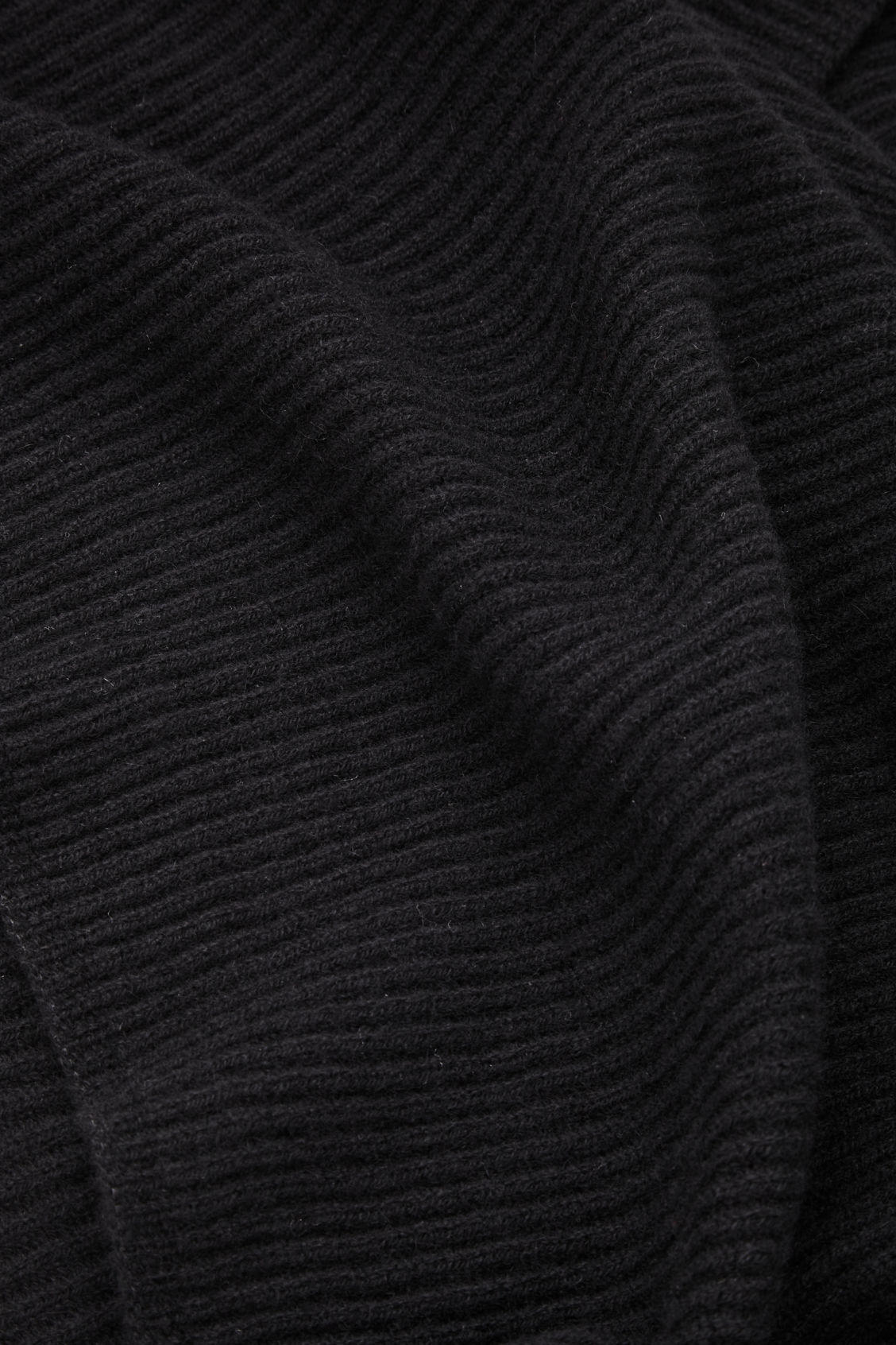 Side image of Cos ribbed cashmere scarf in black