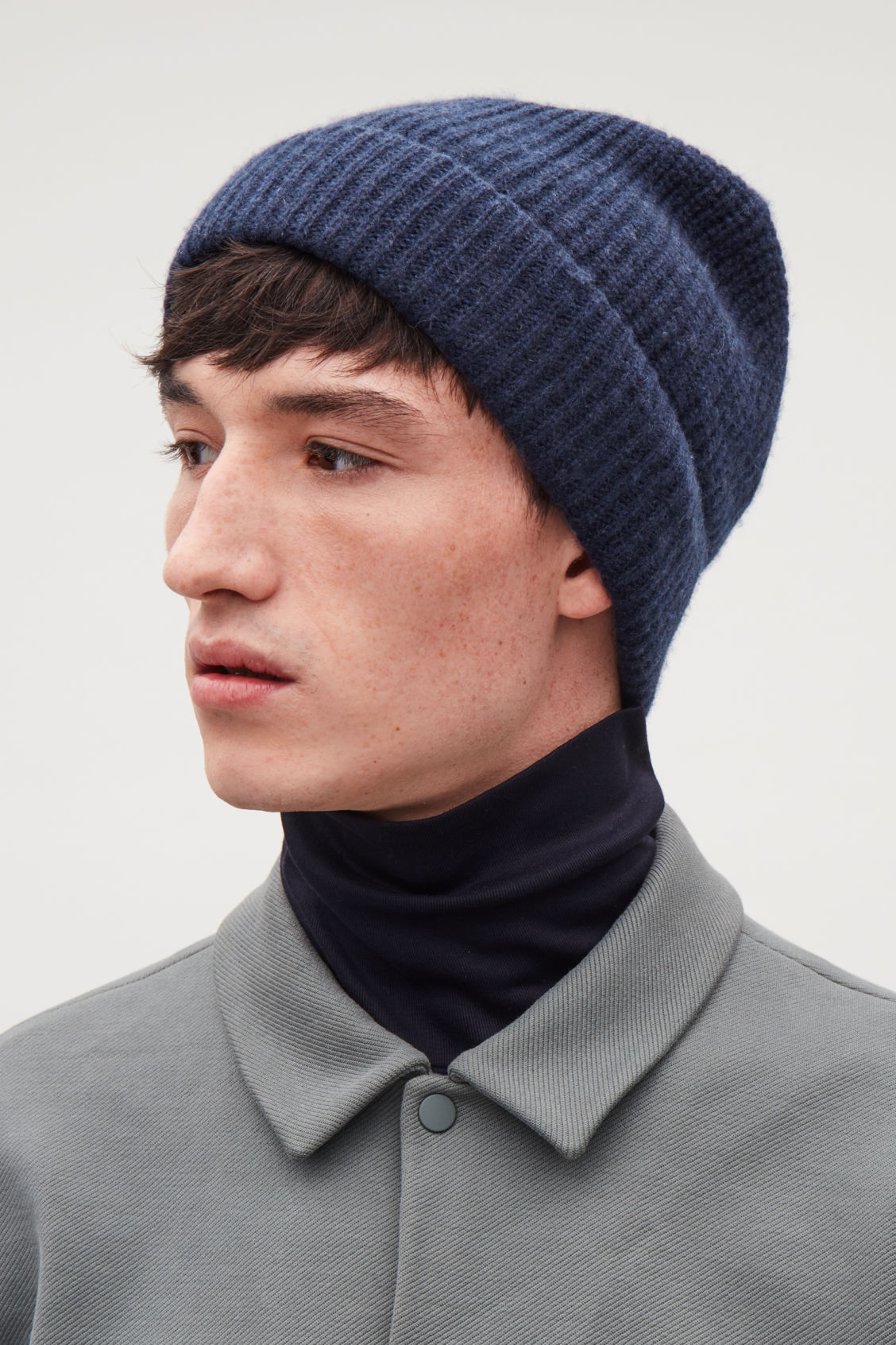 Side image of Cos knitted cashmere hat in blue