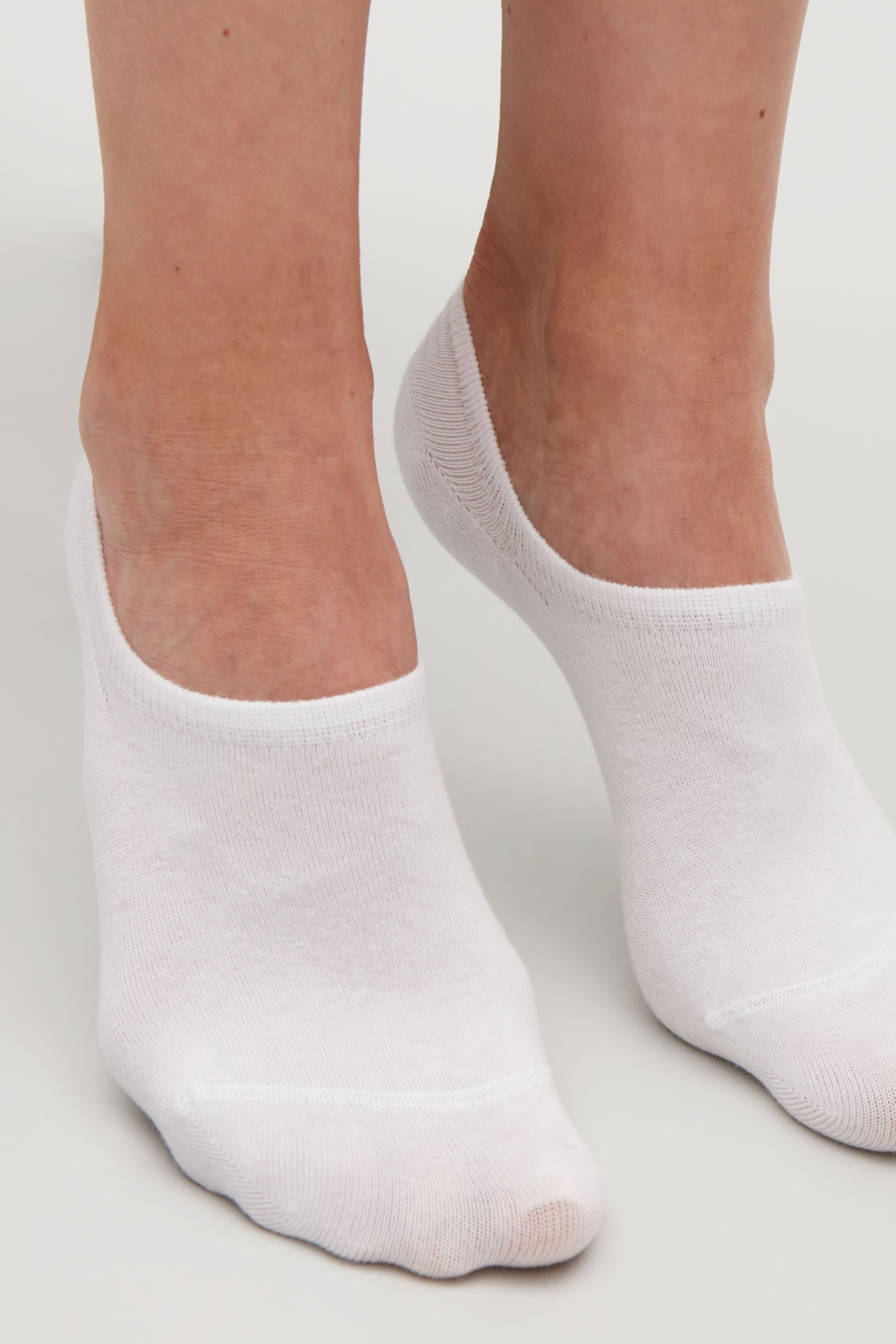 Side image of Cos 2-pack of sneaker socks in white
