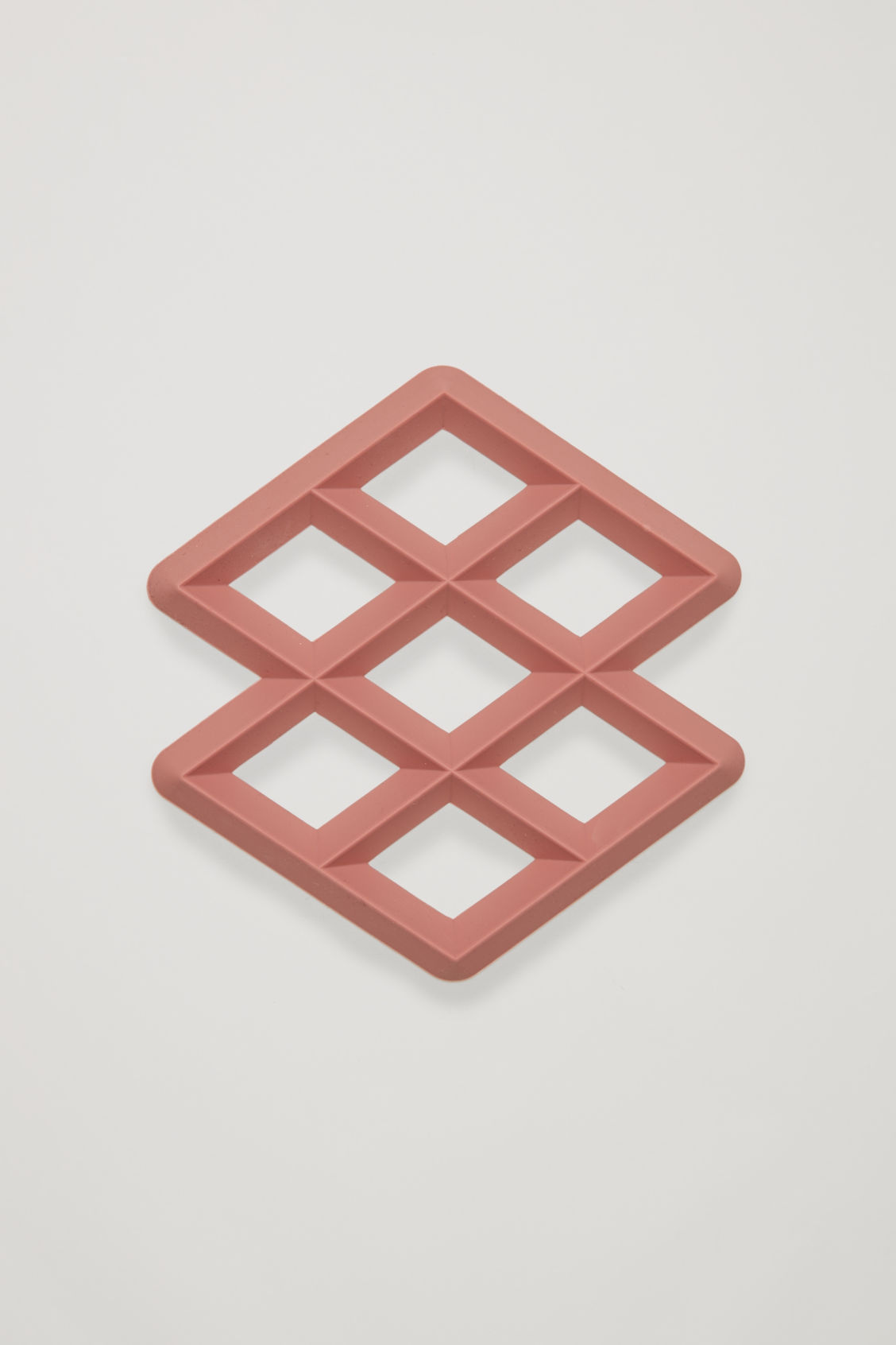 Side image of Cos hay rhom trivet in pink