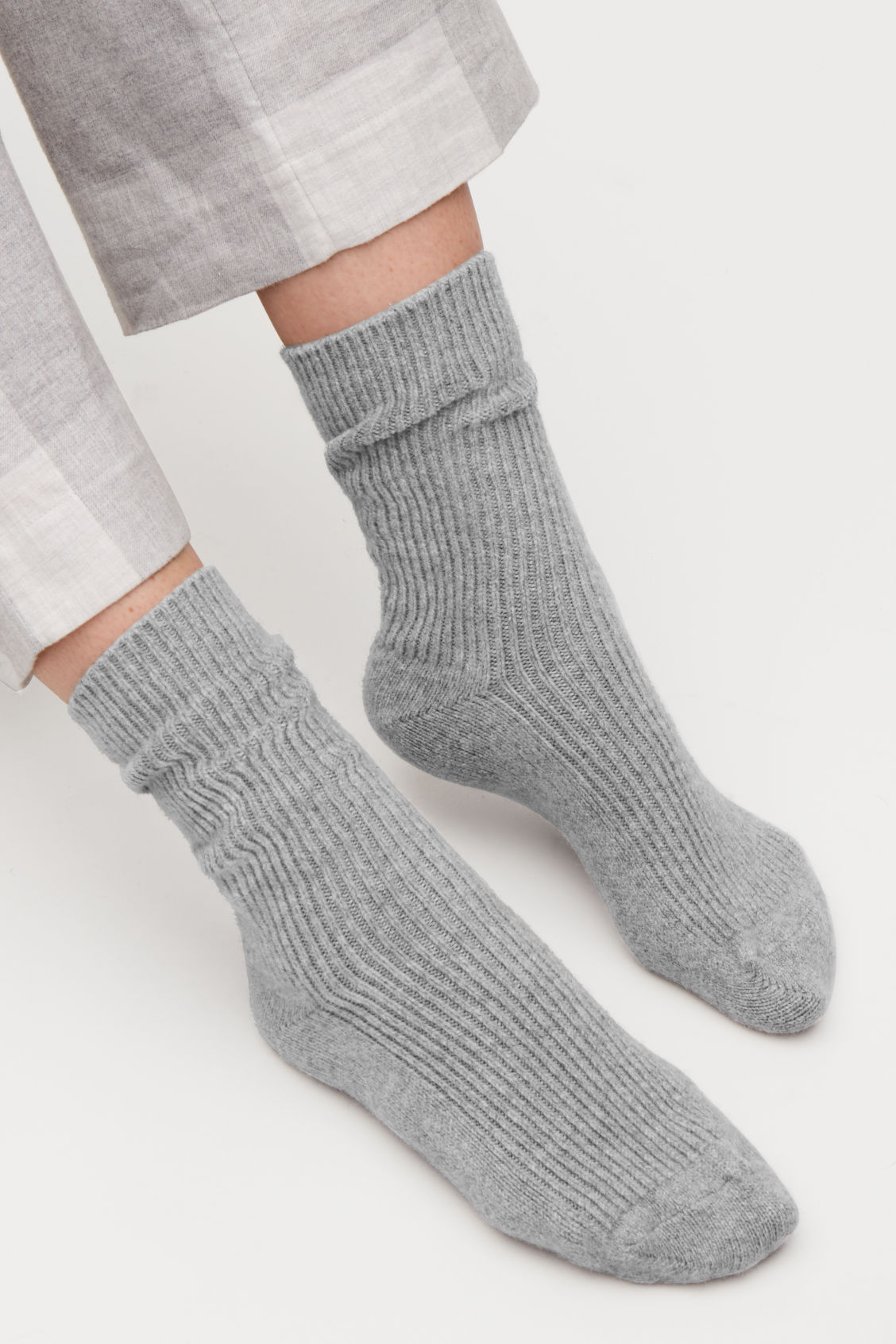 Side image of Cos ribbed cashmere socks in grey
