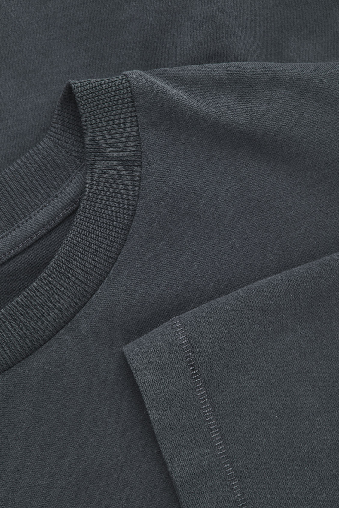 Side image of Cos long-sleeved cotton t-shirt  in black