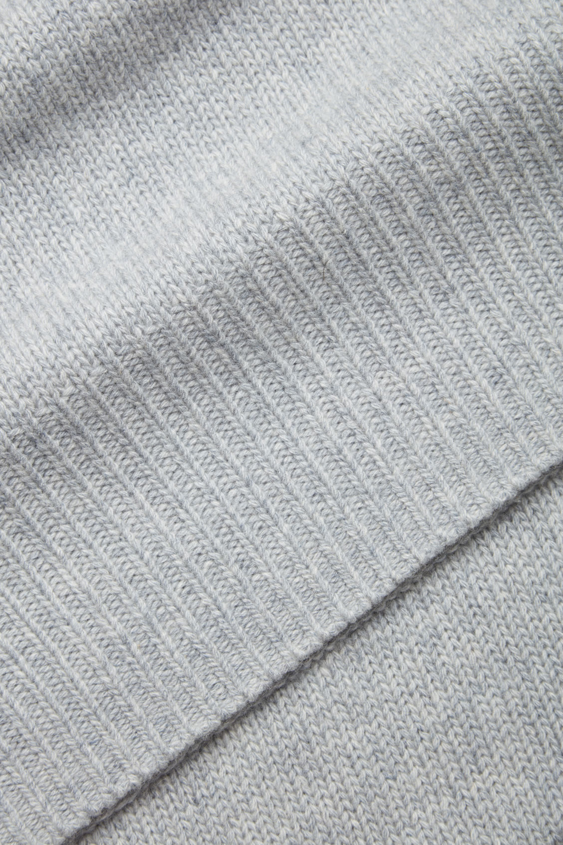 Side image of Cos cashmere-blend scarf in grey