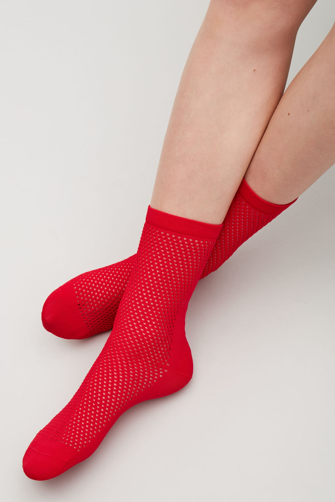 Side image of Cos crochet patterned ankle socks in red
