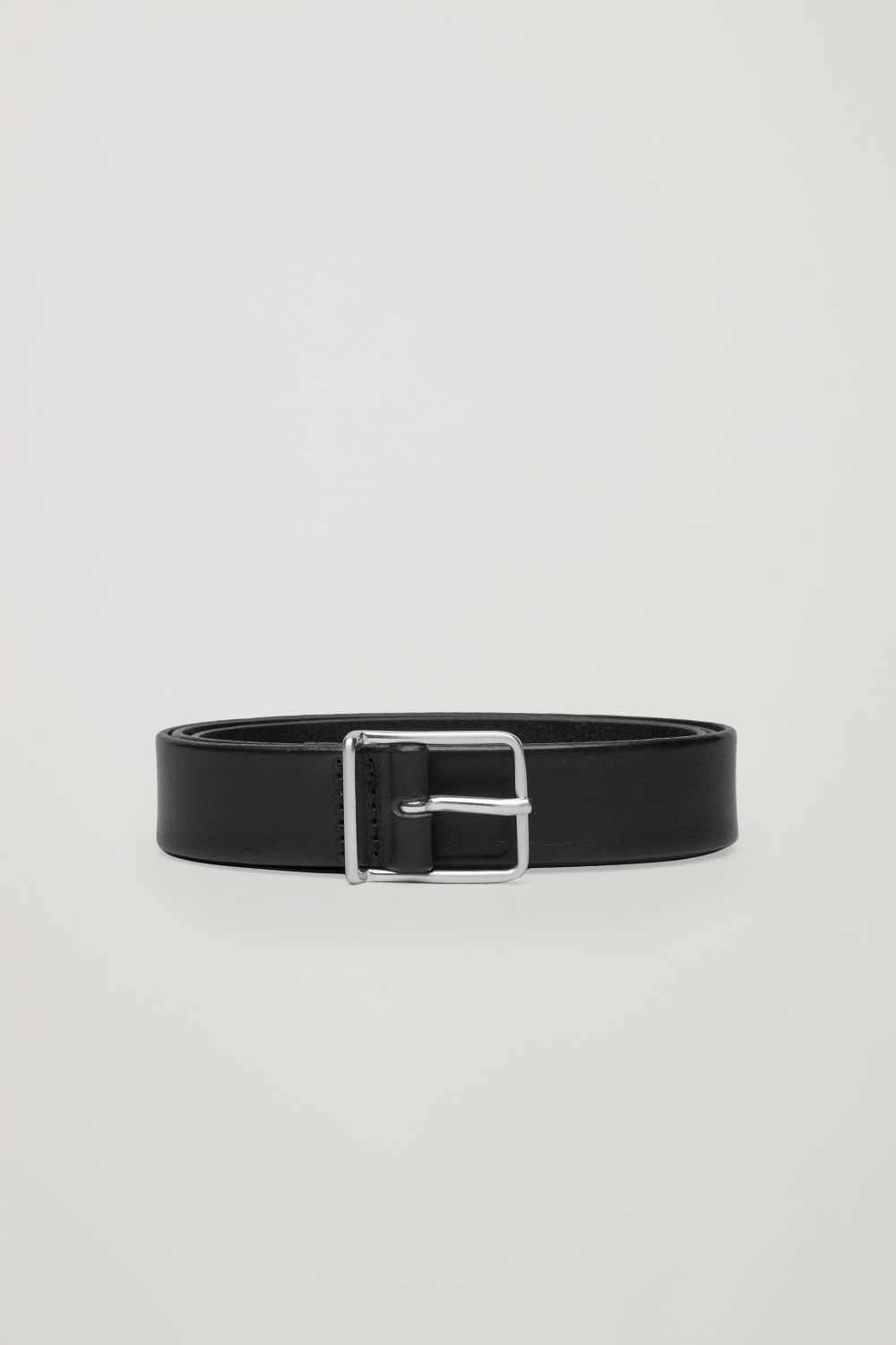 ROUND-BUCKLED LEATHER BELT