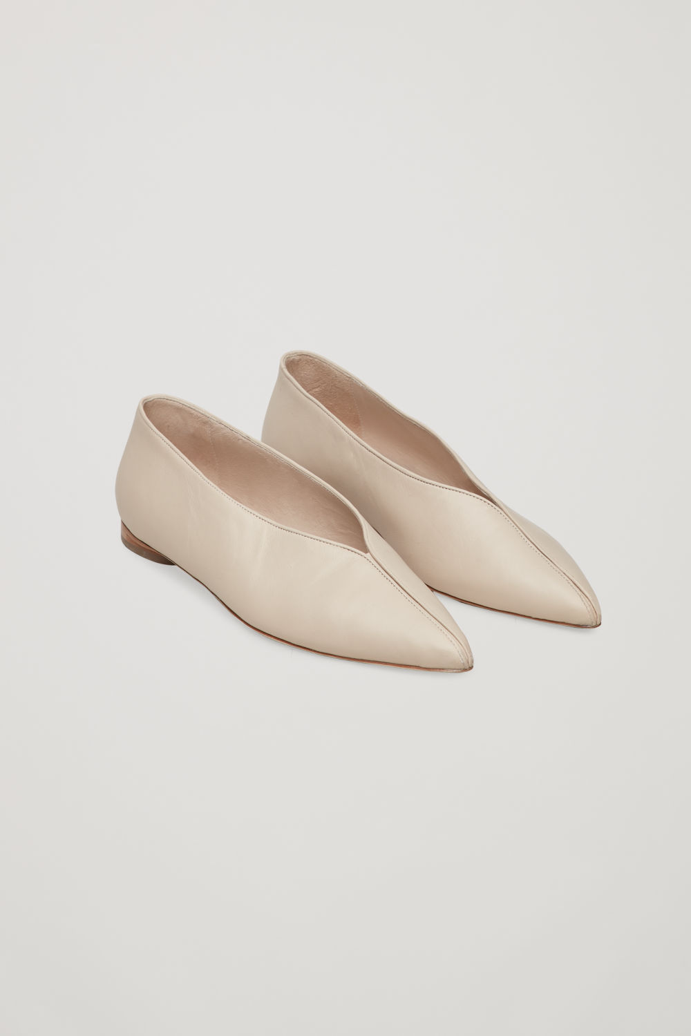 POINTED FLATS WITH PIPING