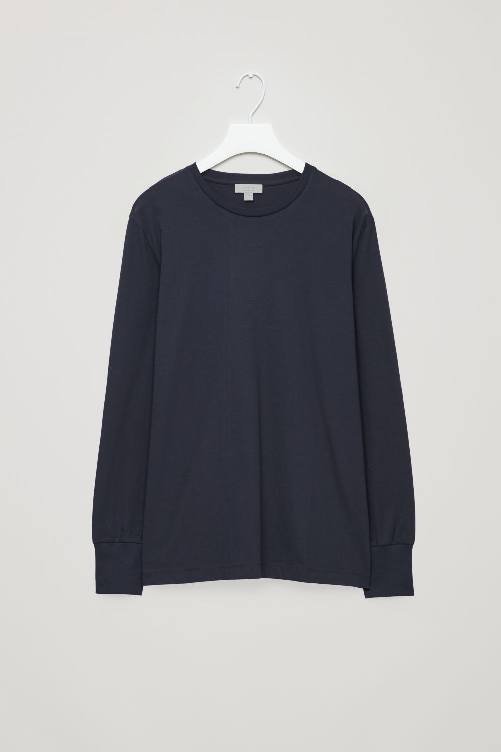 BASIC LONG-SLEEVED T-SHIRT