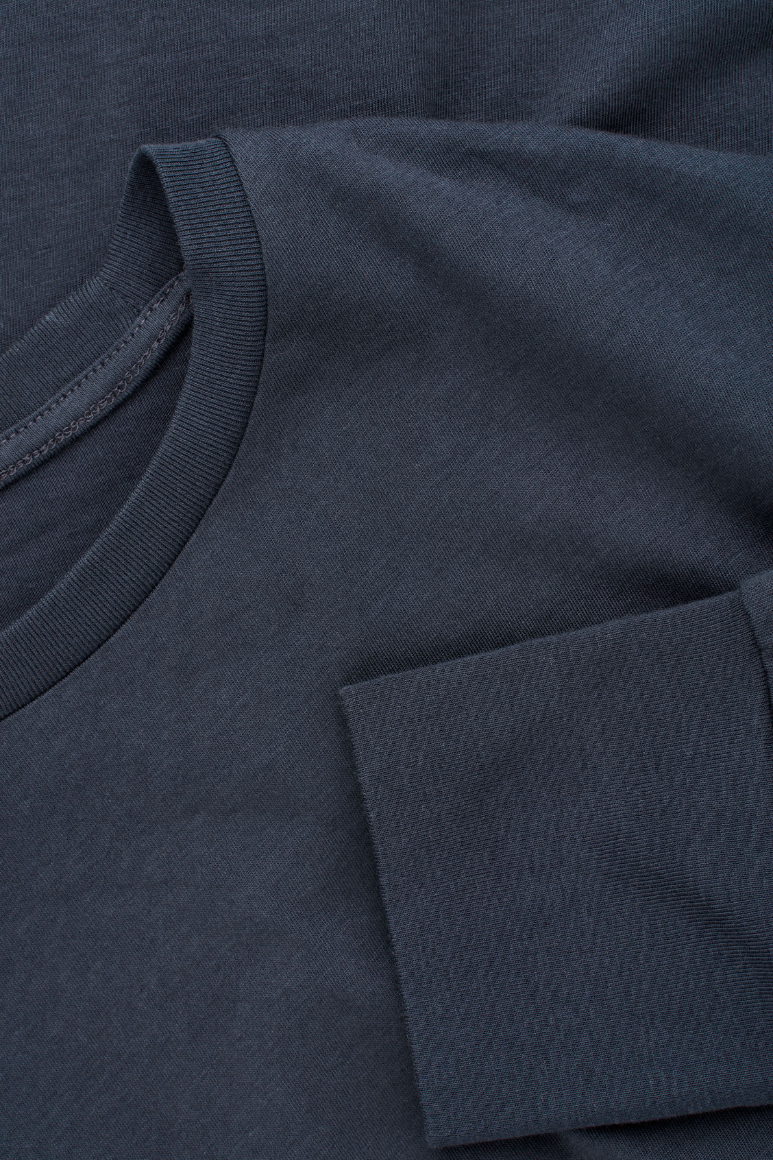 Side image of Cos basic long-sleeved t-shirt in blue
