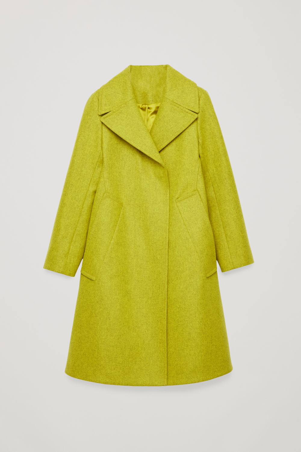 WIDE-COLLARED WOOL COAT