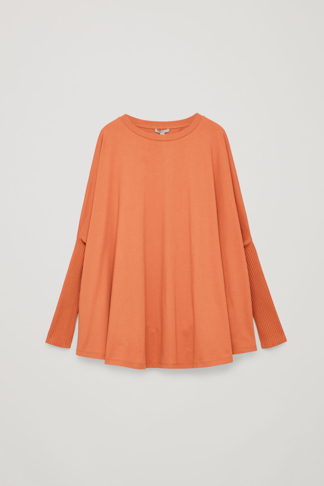 CIRCLE-CUT TOP WITH RIB SLEEVES