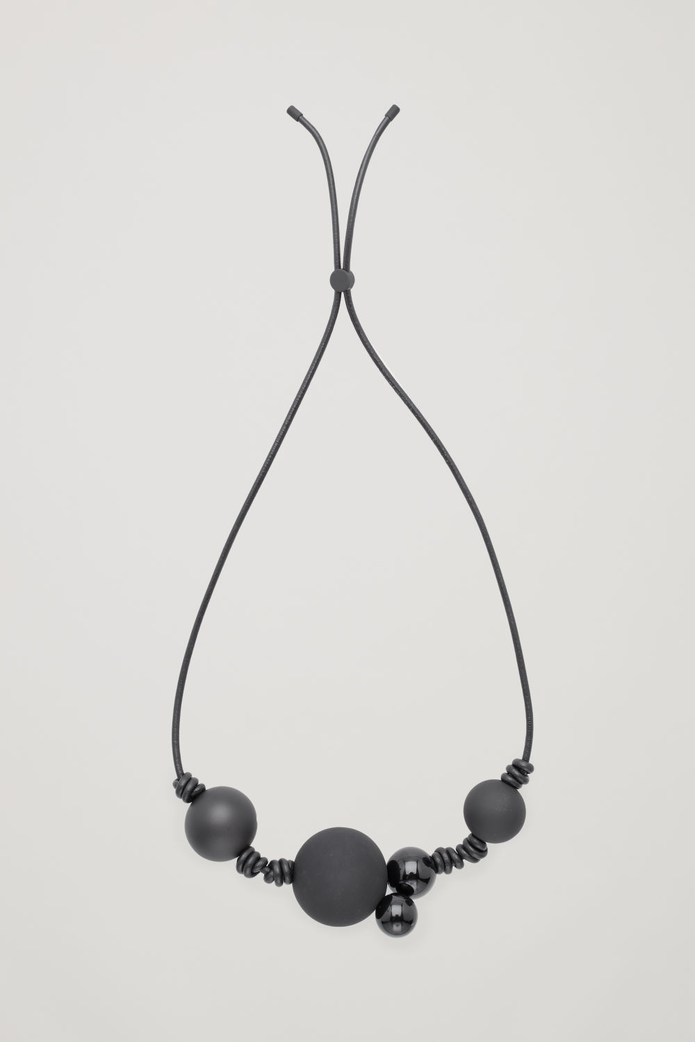 SHORT BEADED LEATHER NECKLACE