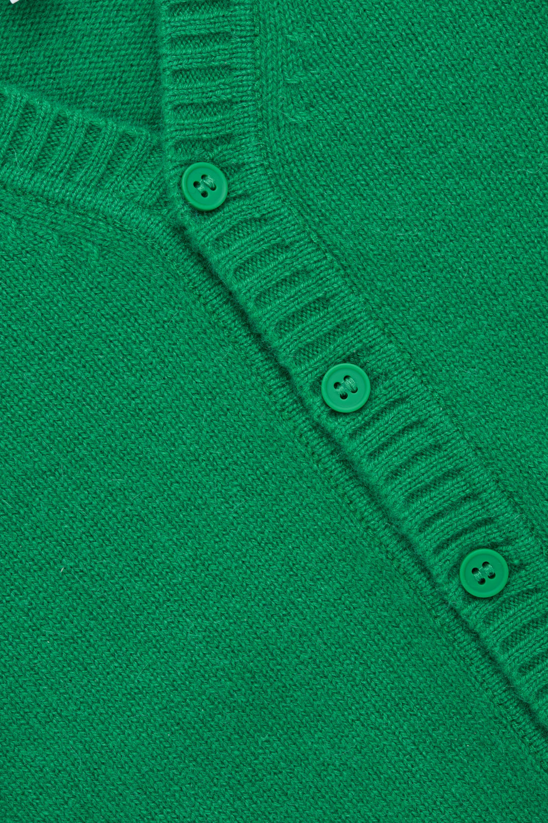 Side image of Cos  in green