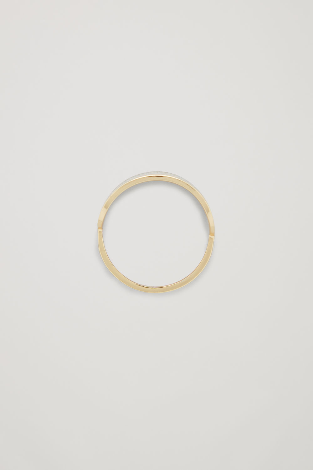 OVAL-SHAPED RING