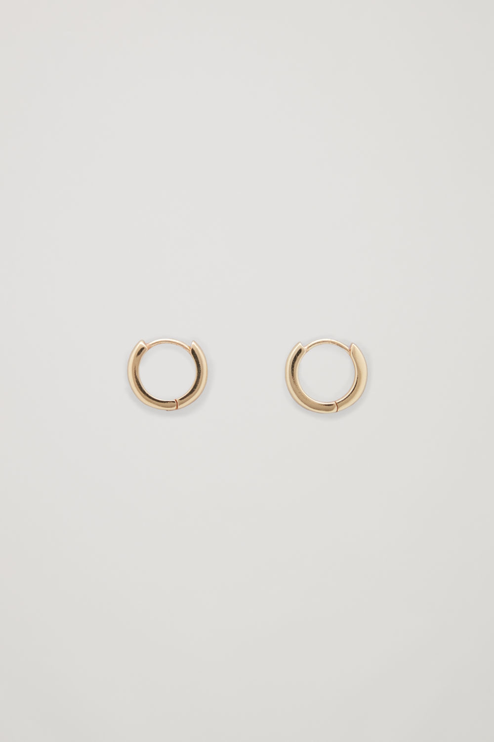 GOLD-PLATED MICRO HOOP EARRINGS