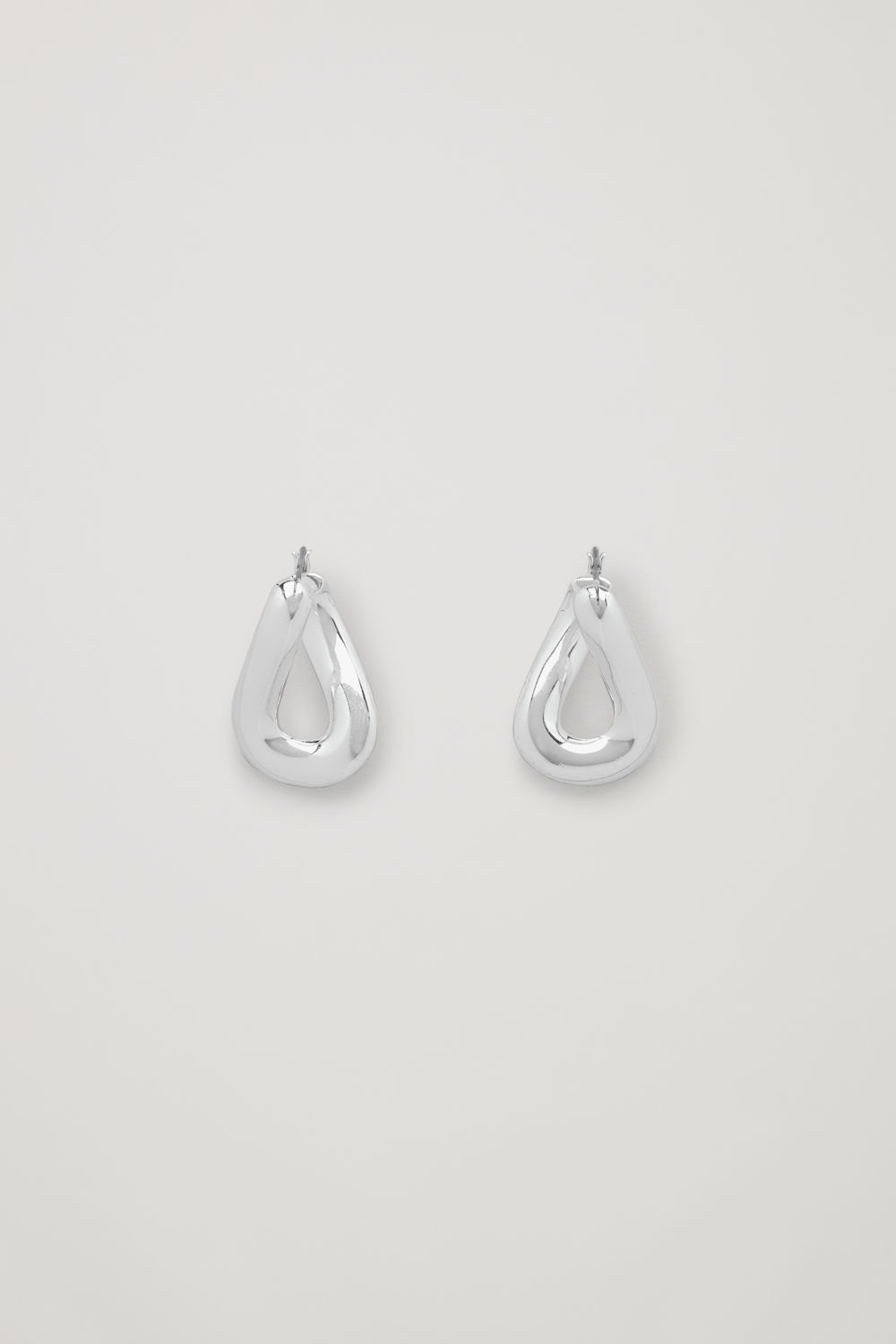 TWIST-SHAPED HOOP EARRINGS