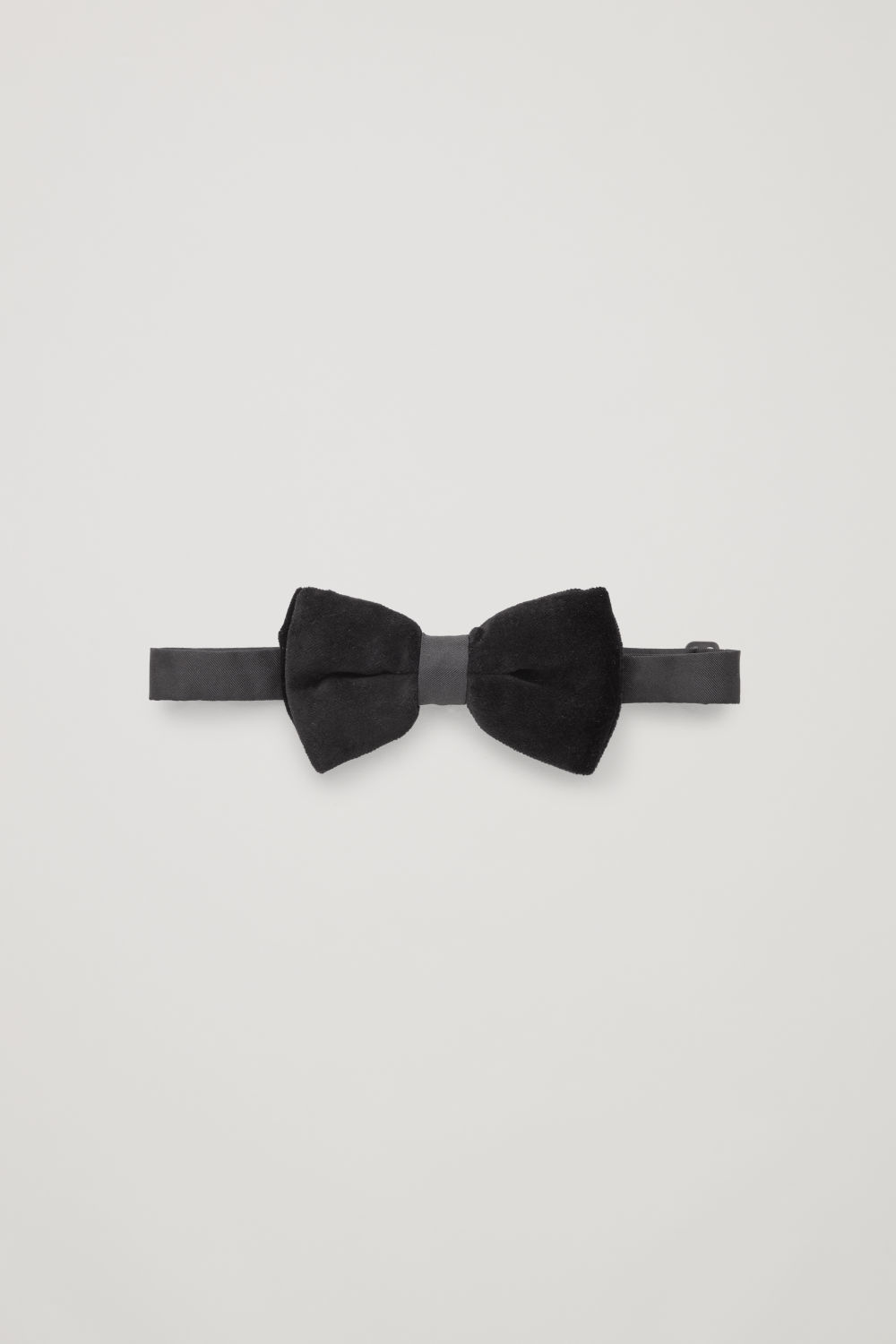 VELVET BOW TIE WITH SILK STRAP