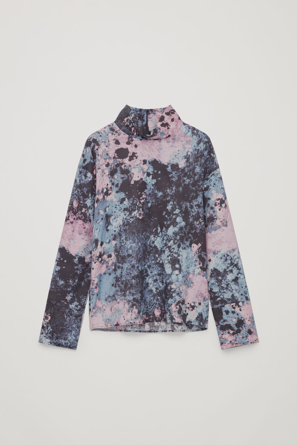 PRINTED STAND-UP COLLAR TOP