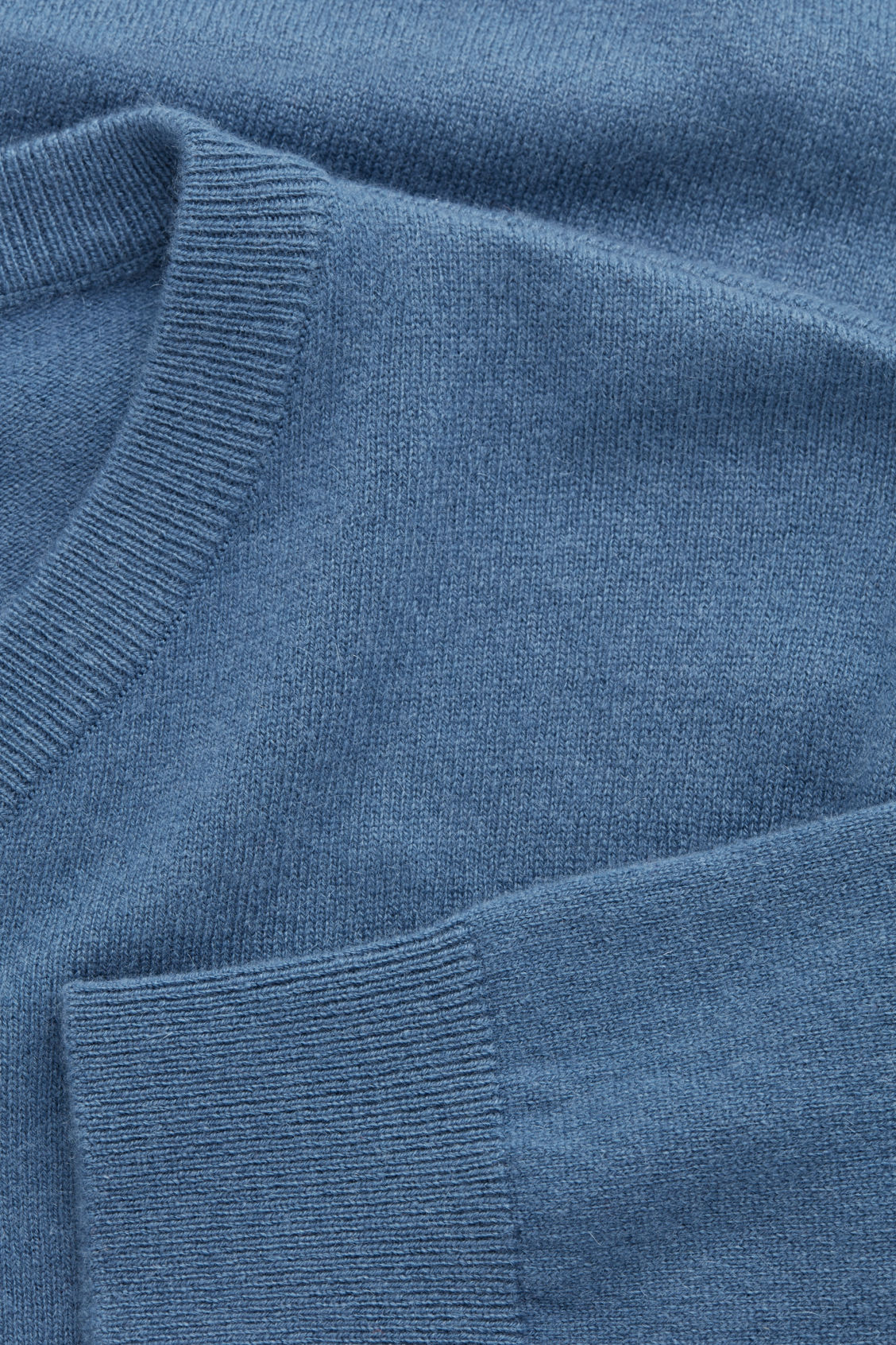 Side image of Cos high v-neck cashmere jumper in blue