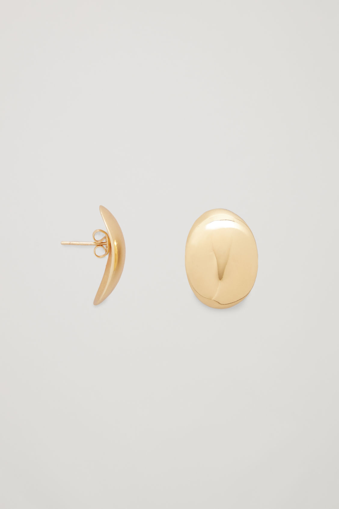 Side image of Cos curved gold-plated earrings in gold