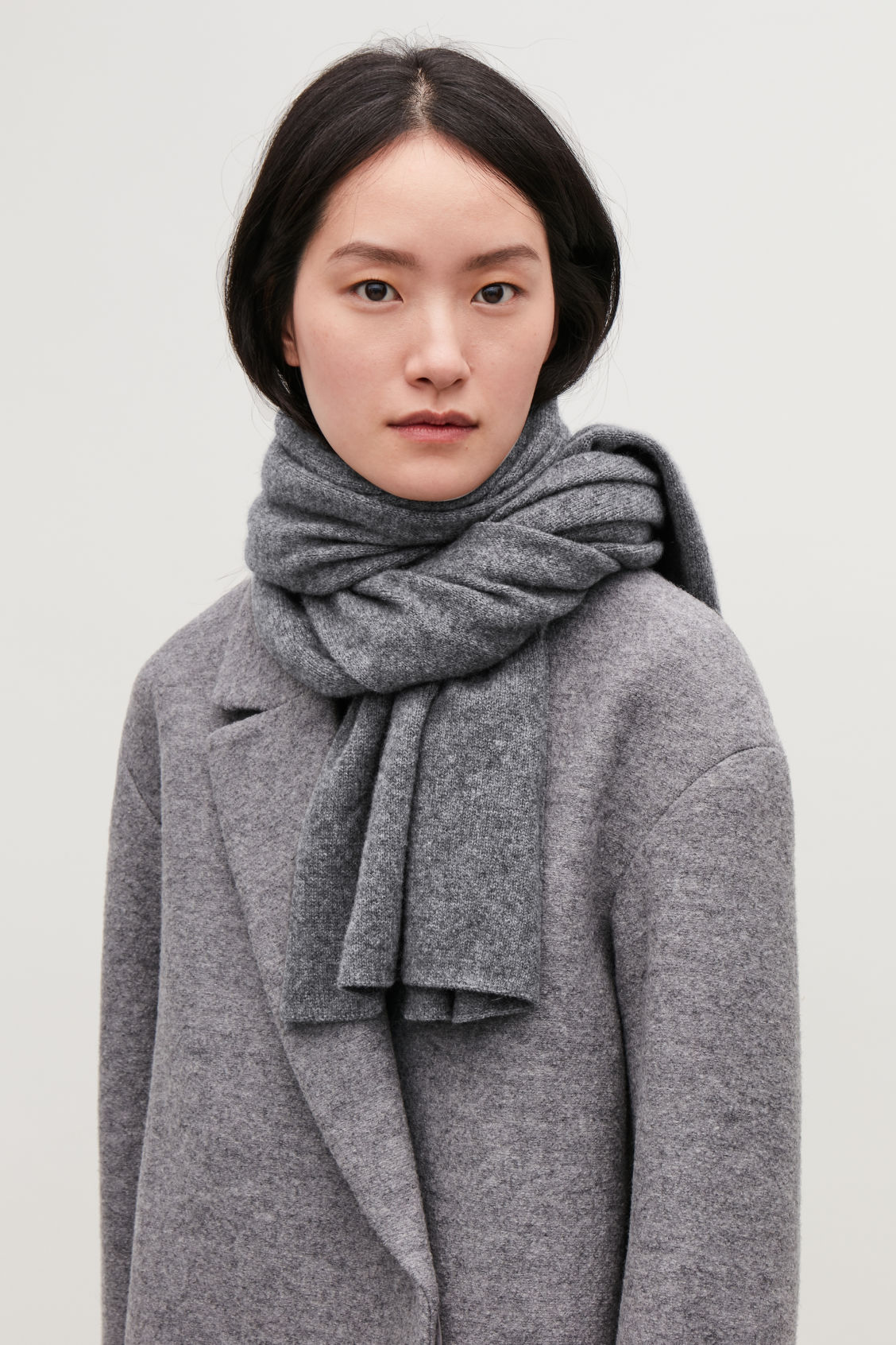 Detailed image of Cos cashmere scarf in grey