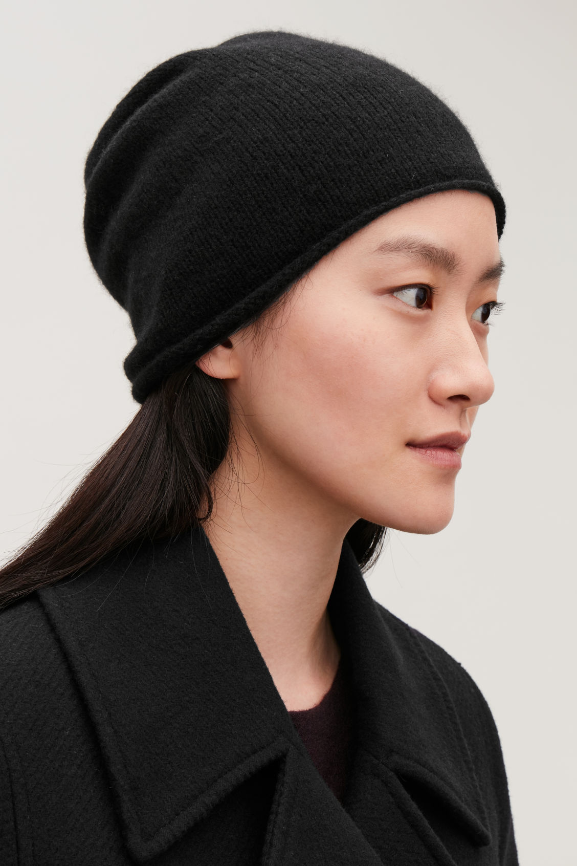 Detailed image of Cos cashmere hat in black