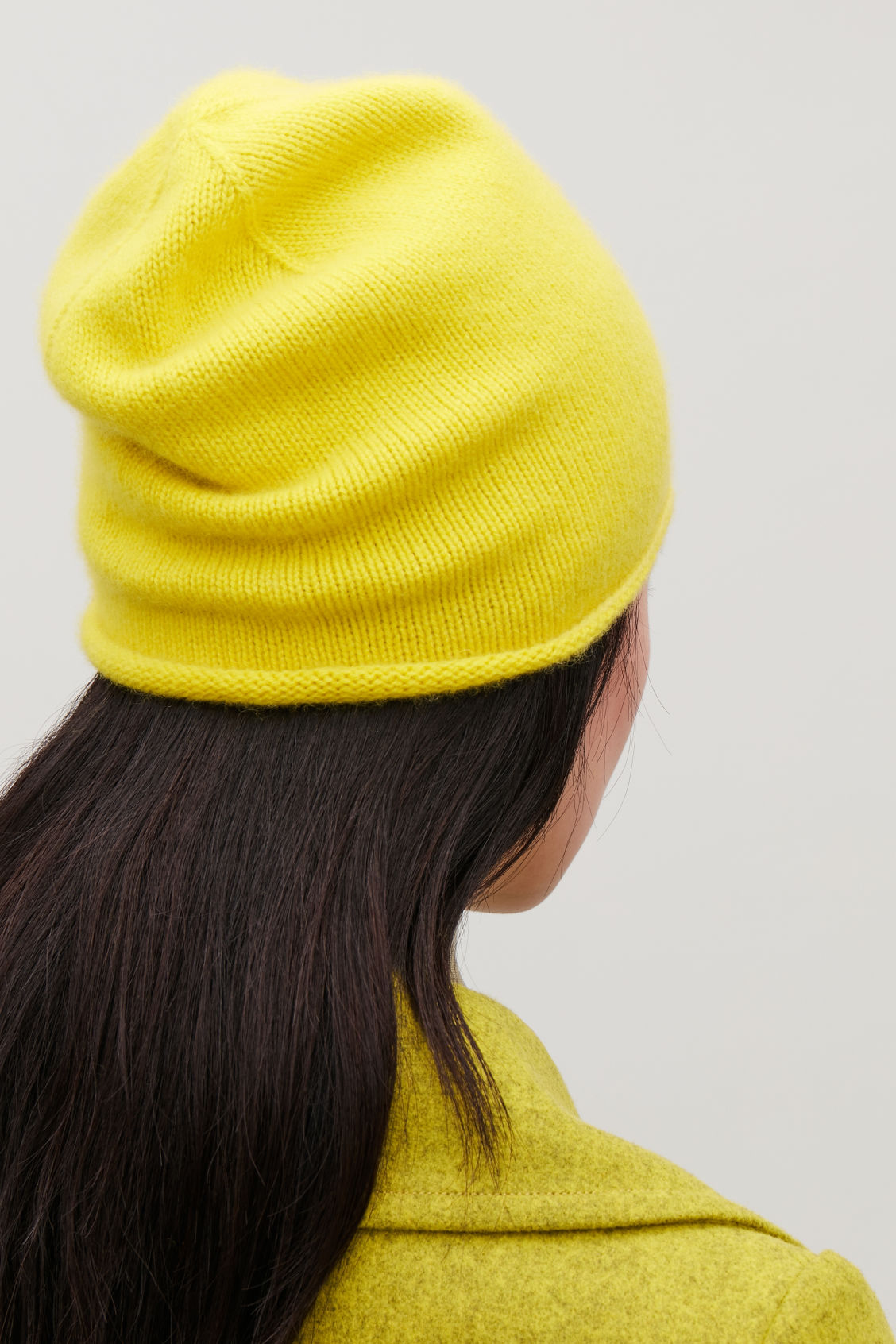 Detailed image of Cos cashmere hat in yellow
