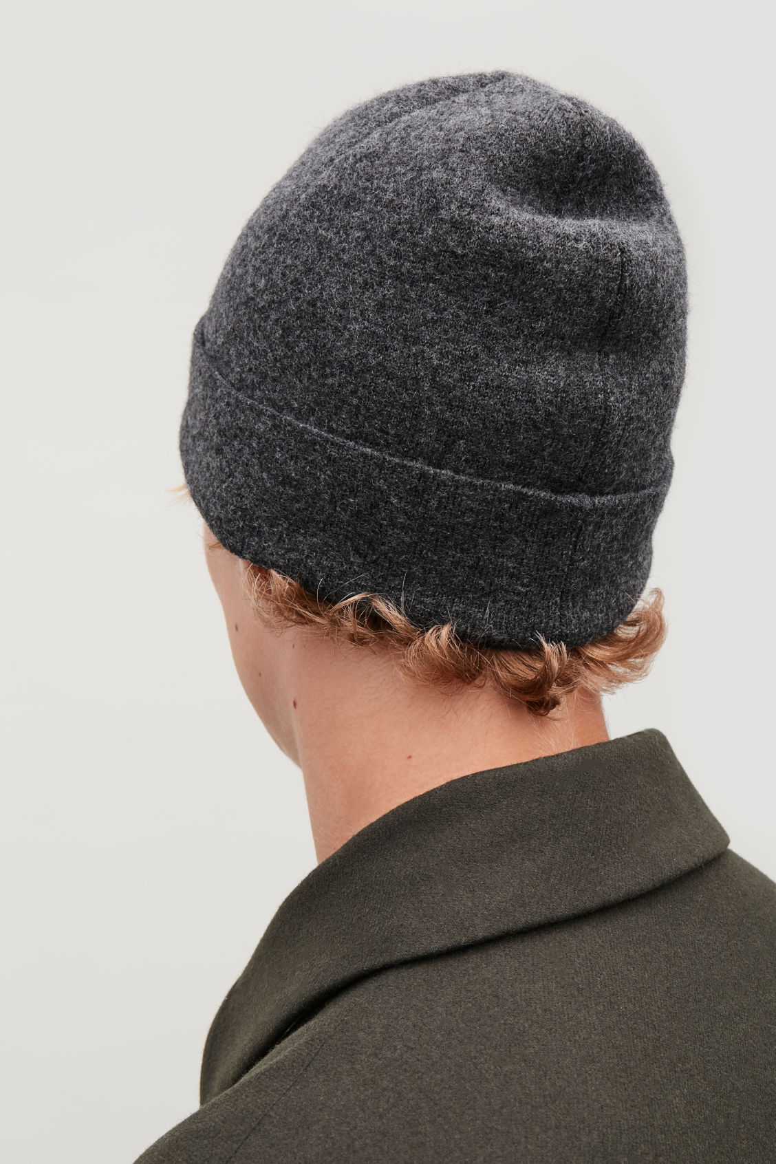 Detailed image of Cos raw-cut wool hat in grey 63cdda4b833