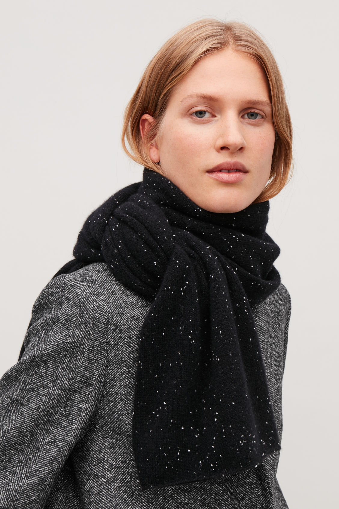 Detailed image of Cos speckled cashmere scarf in black