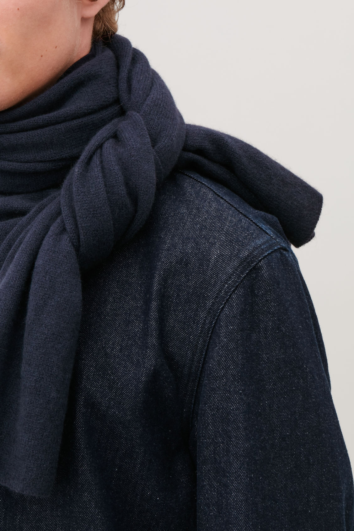 Detailed image of Cos cashmere scarf  in blue