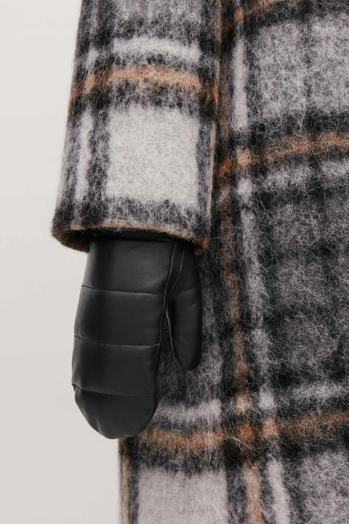 Detailed image of Cos quilted leather mittens  in black