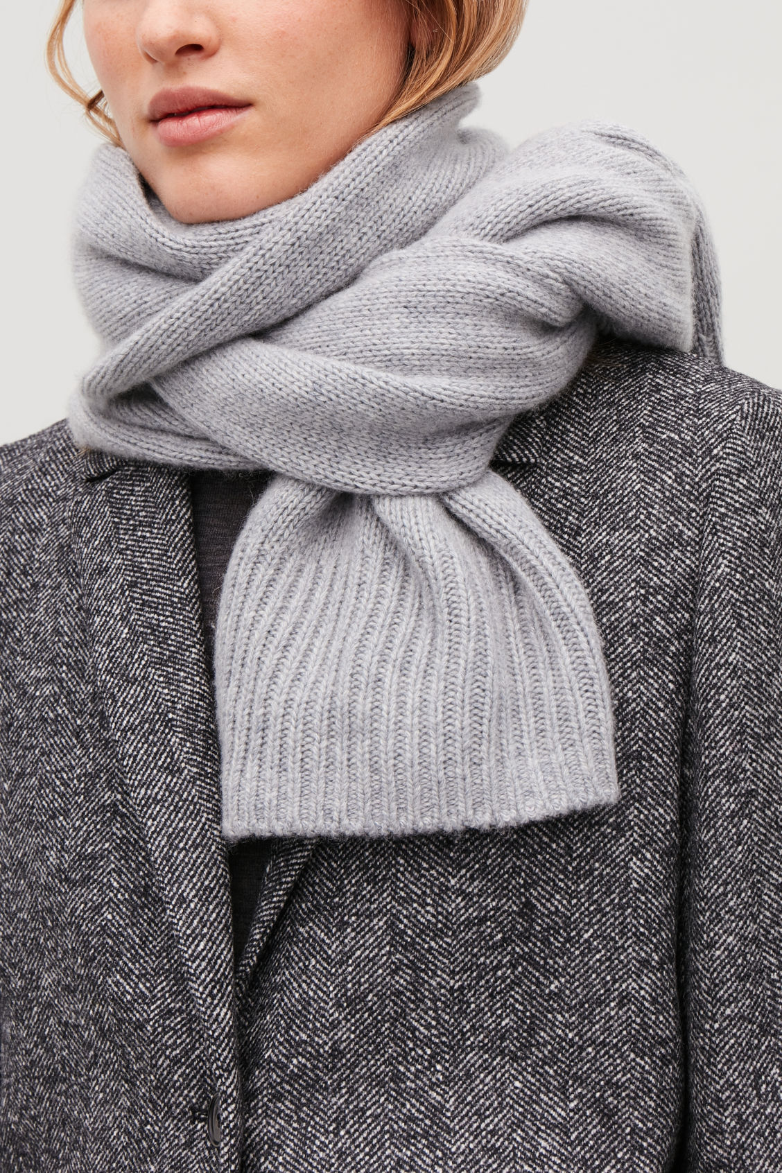 Detailed image of Cos cashmere-blend scarf in grey