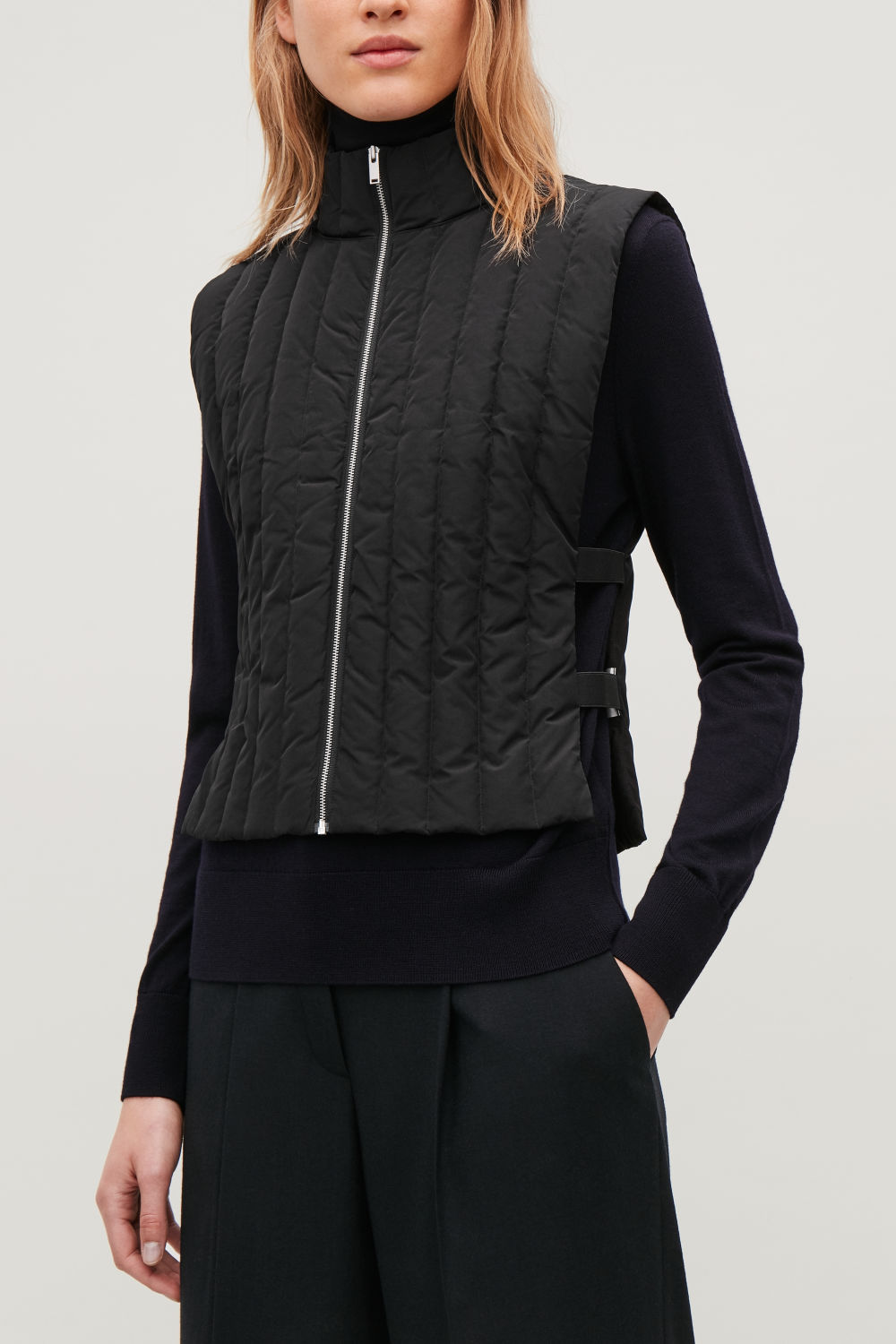 ELASTIC-DETAILED PADDED GILET