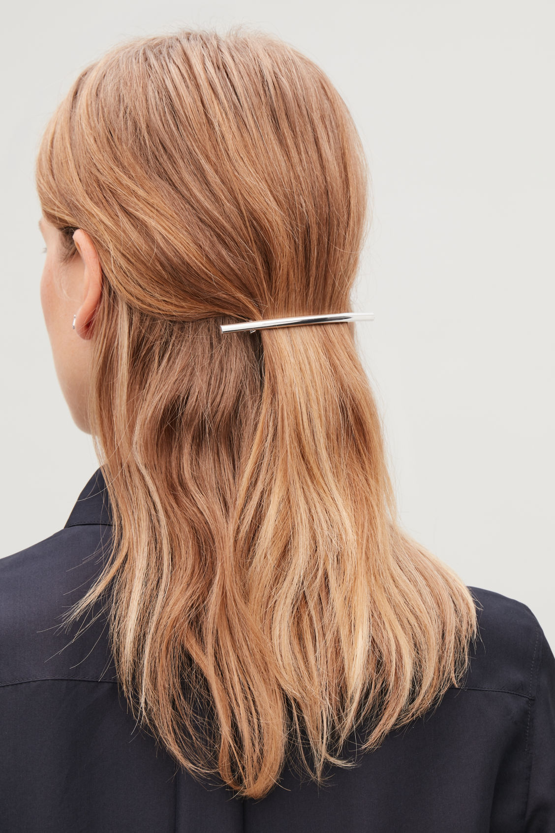 Detailed image of Cos metal hair clip in silver