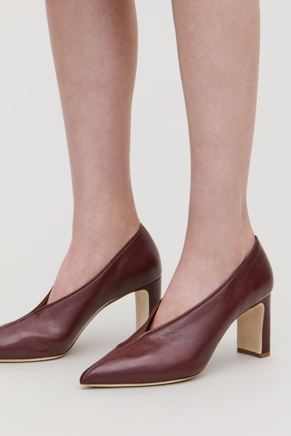 PIPING-TRIMMED LEATHER HEELS