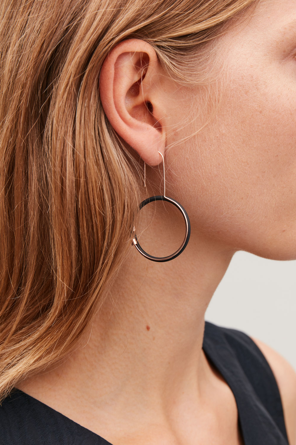 RUBBER-RING HOOP EARRINGS