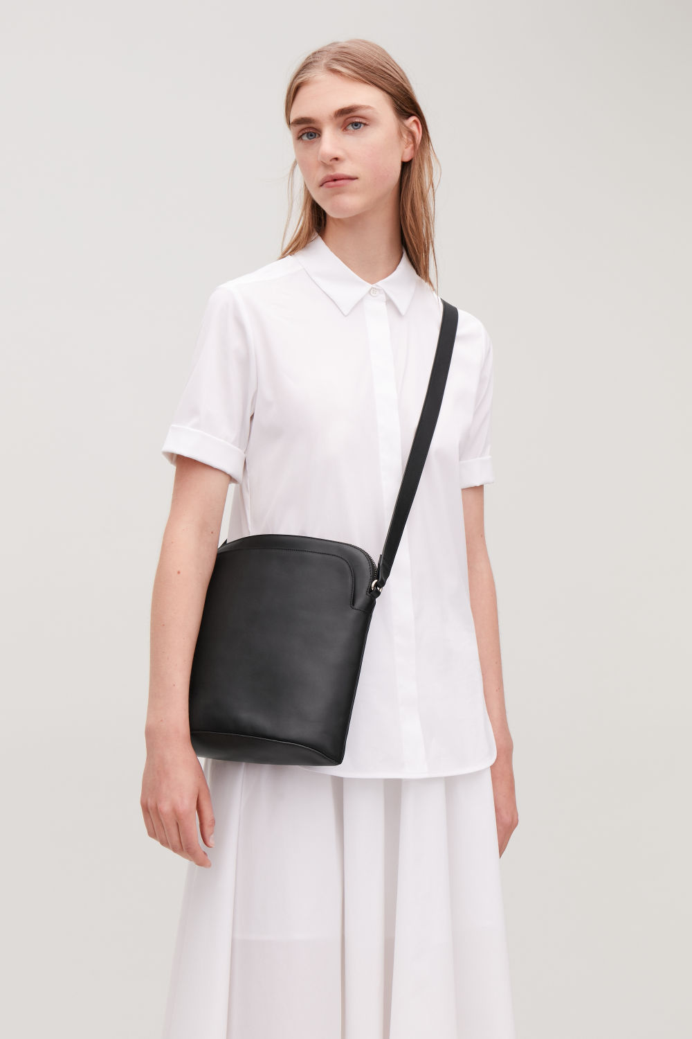 MEDIUM LEATHER CROSSBODY BAG
