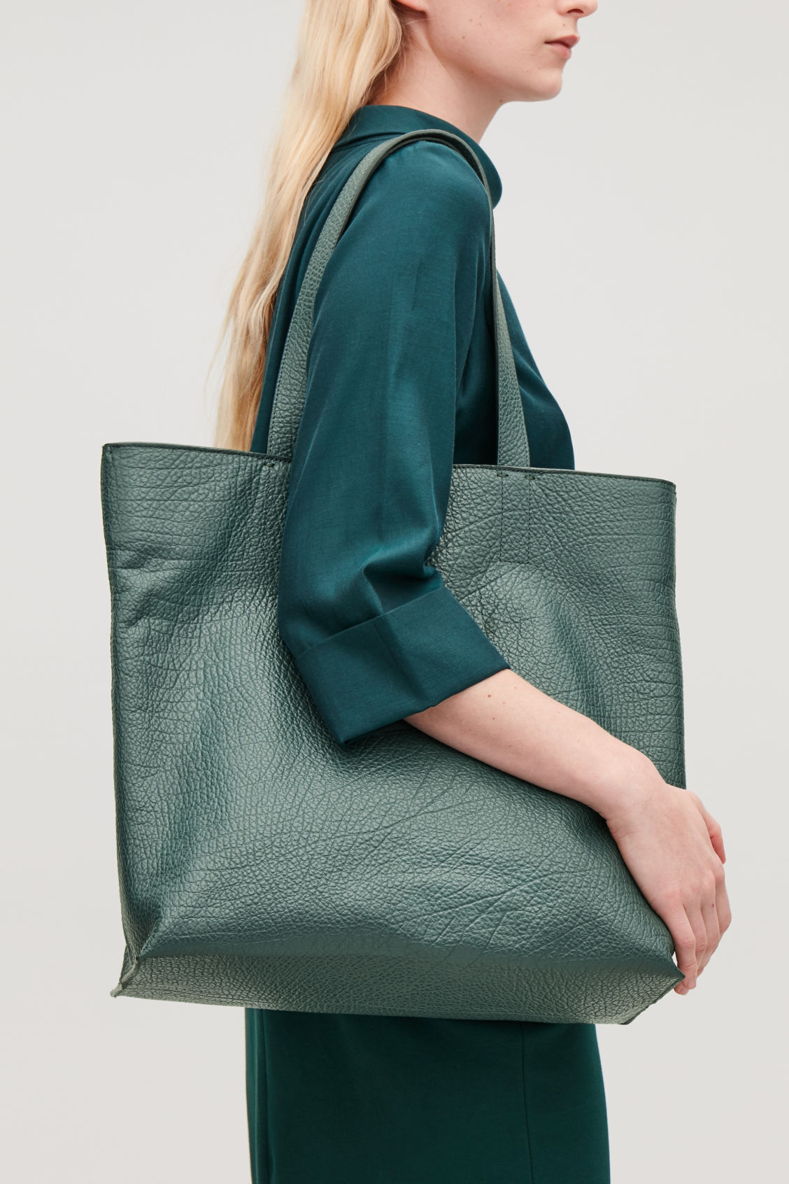 Detailed image of Cos detachable-pouch leather bag  in green
