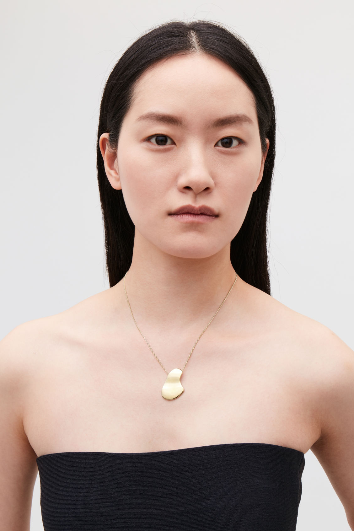 Detailed image of Cos short gold-plated necklace in gold