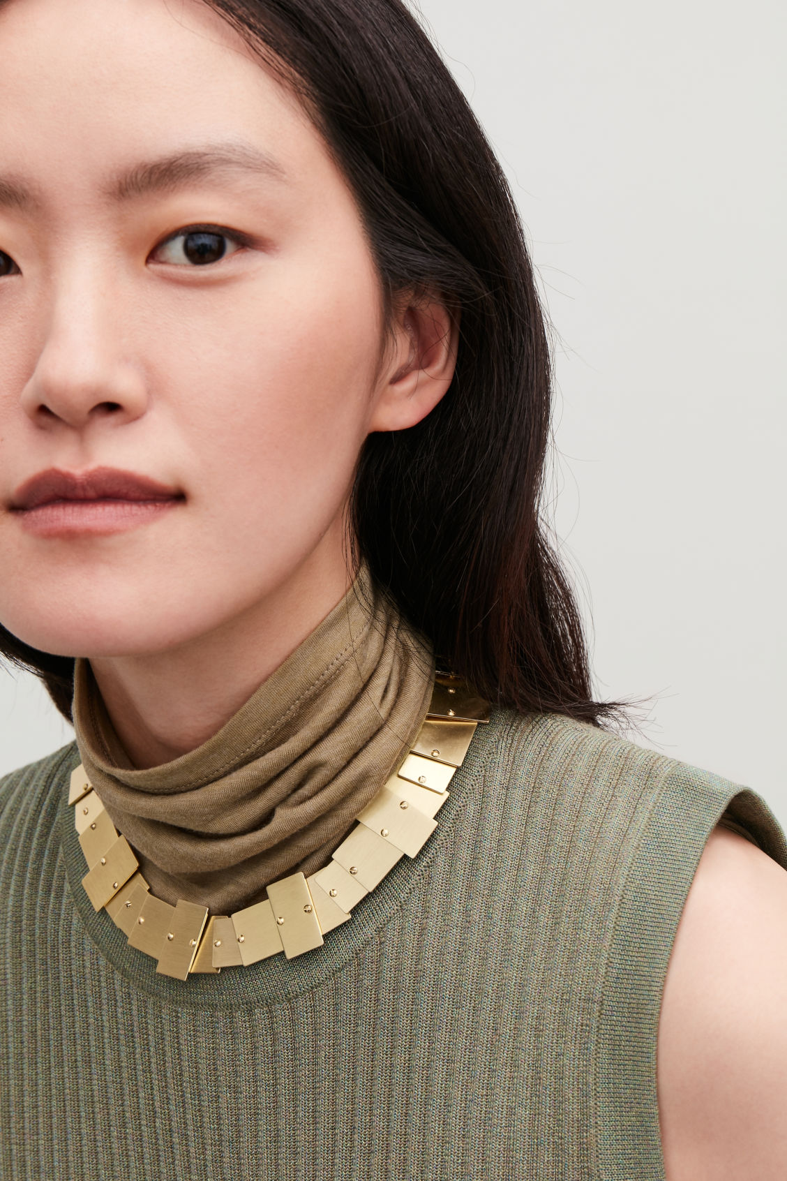 Detailed image of Cos tiled metal short necklace in gold