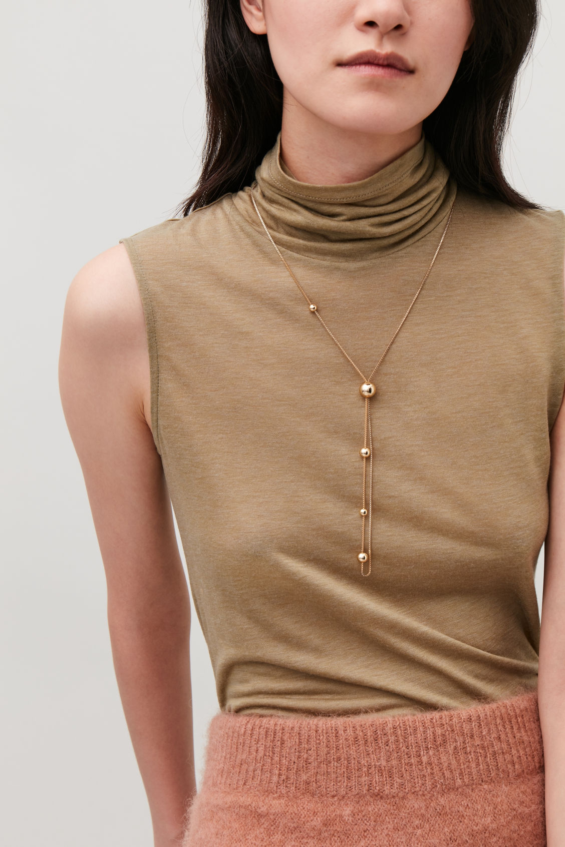 Detailed image of Cos long chain necklace with balls in gold