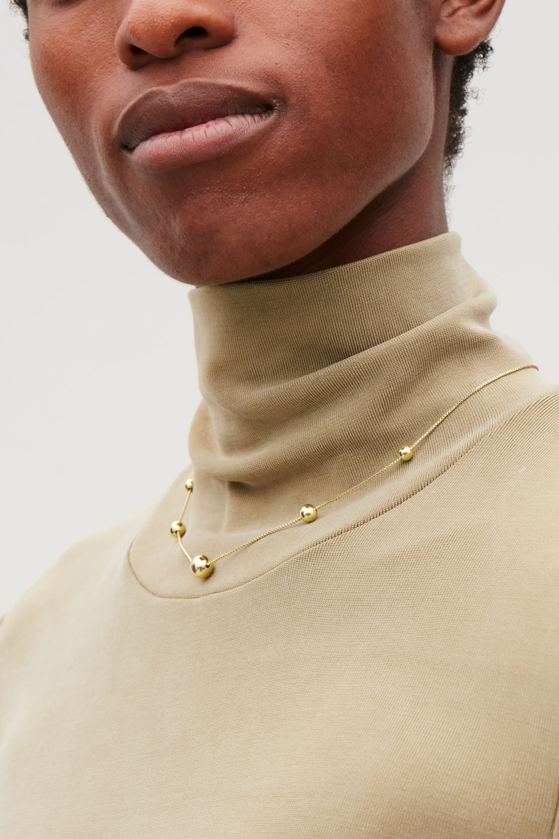 Detailed image of Cos beaded short chain necklace in gold