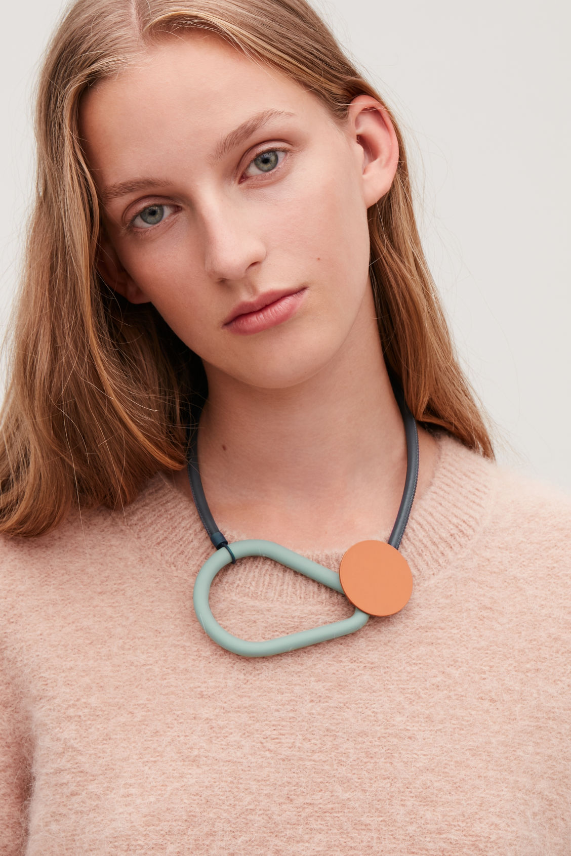 Detailed image of Cos tri-toned geometric necklace in blue