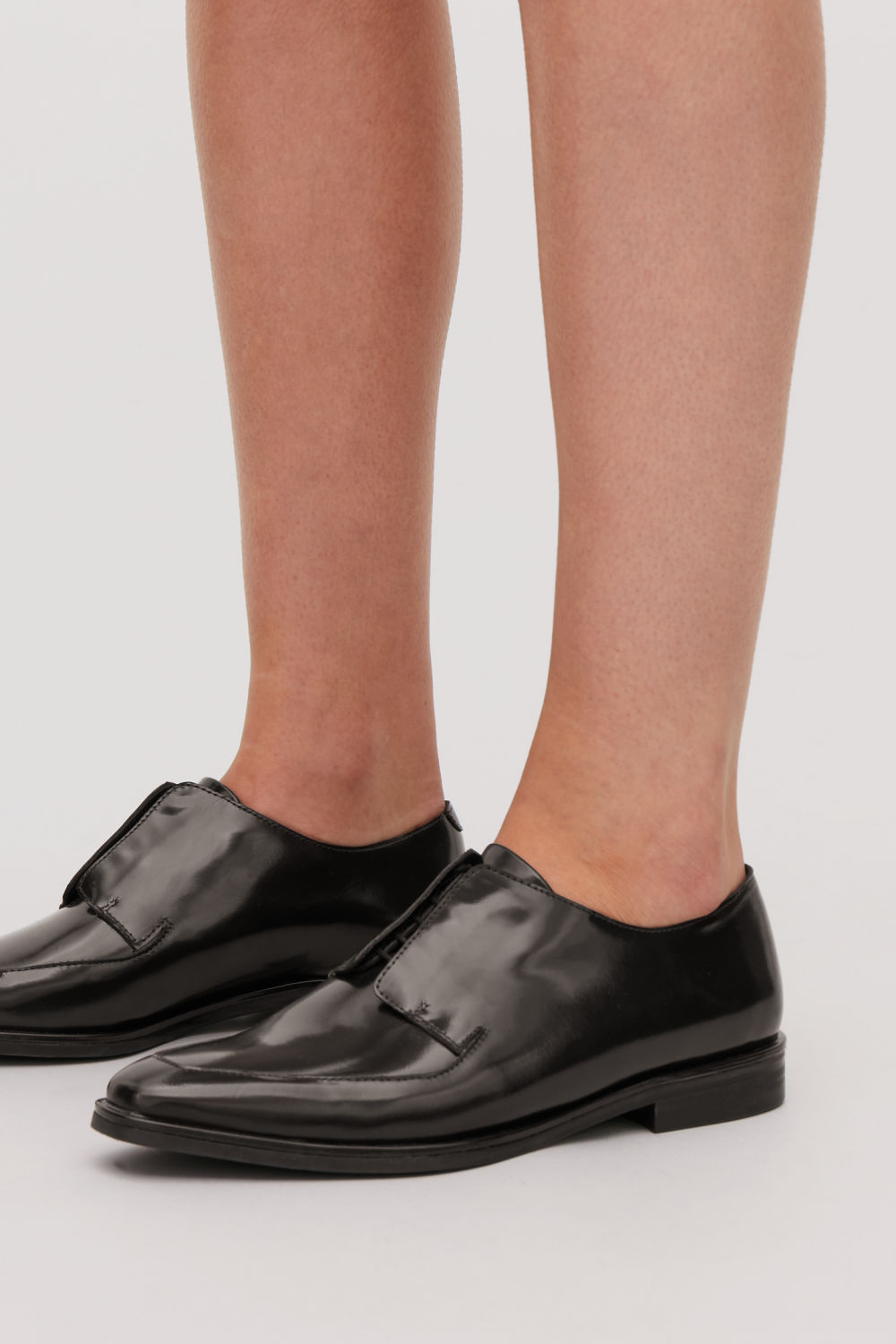 POINTED LEATHER BROGUES